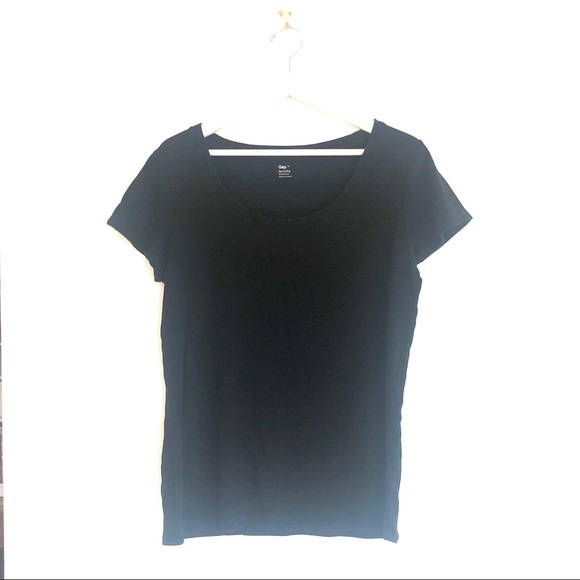 GAP Tops - Gap Favorite Fit Scoopneck Short Sleeve T-Shirt